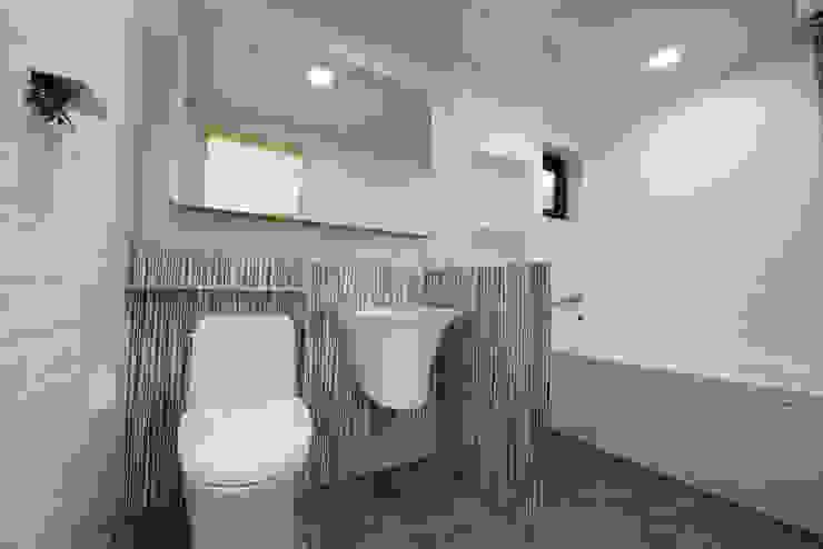 피앤이(P&E)건축사사무소 Modern style bathrooms