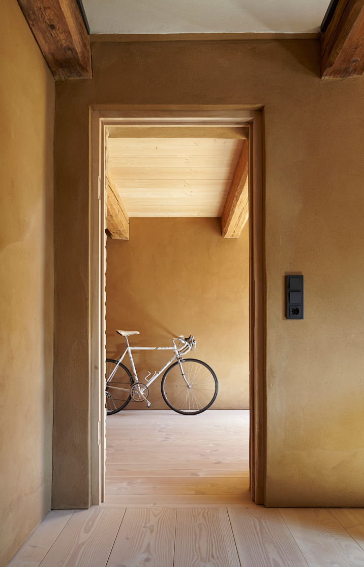 Country style corridor, hallway& stairs by pur natur Country