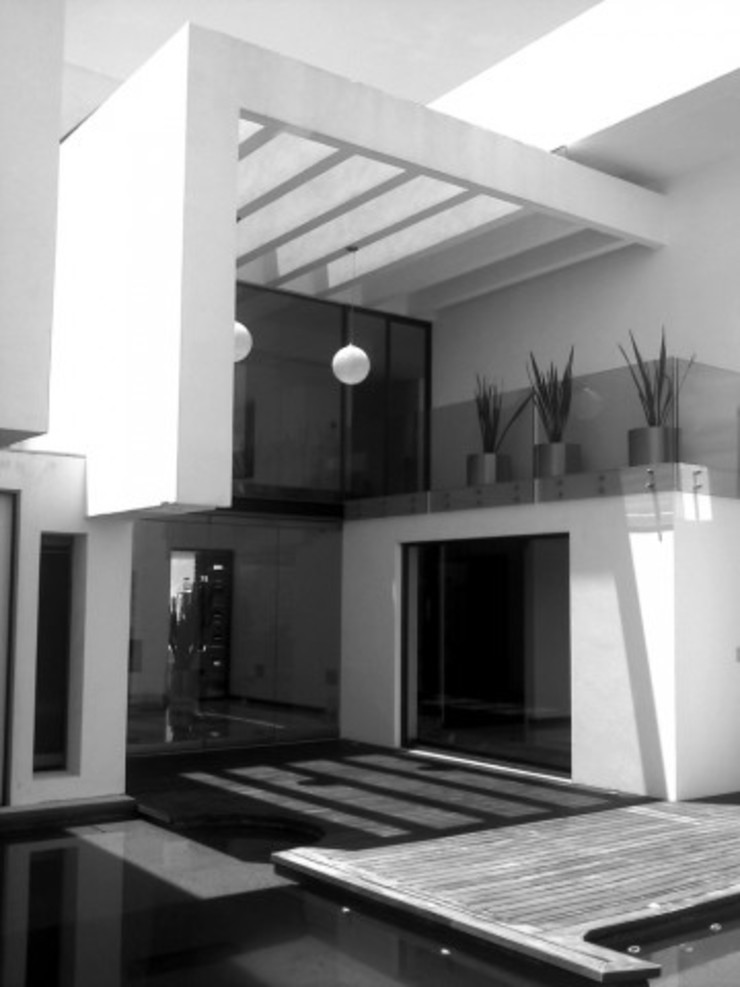 Otawa Casas modernas de [GM+] Arquitectos Moderno