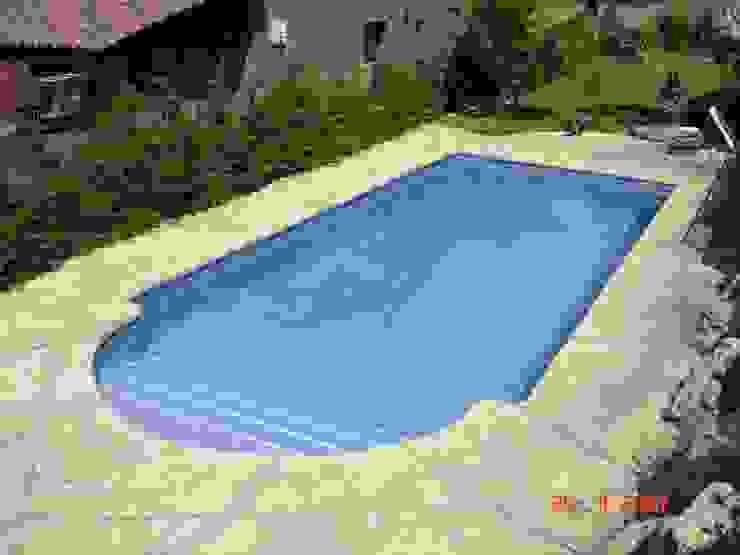 Hồ bơi phong cách Địa Trung Hải bởi PISCINES ESPLAI S.L Địa Trung Hải