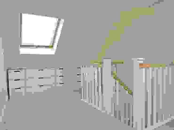 Loft Conversion in Walk-In Victorian Terrace House, NR2 3LQ Cuartos de estilo moderno de Paul D'Amico Remodels Moderno