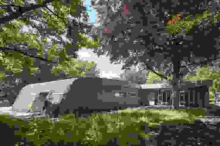 Nieuwbouw tussen bestaande bomen:  Huizen door Erik Knippers Architect, Modern Hout Hout