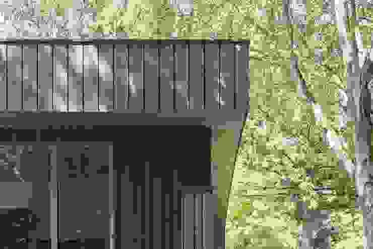 Detail houten delen gevel Moderne huizen van Erik Knippers Architect Modern Hout Hout