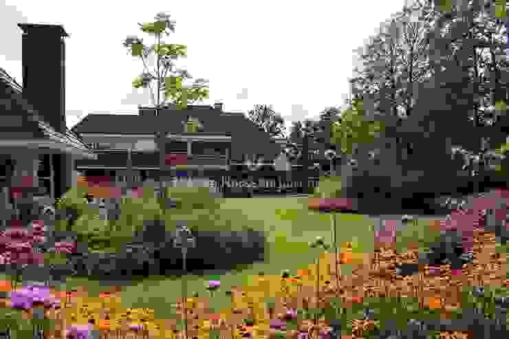 Uitbundige vaste planten borders Klassieke tuinen van Teo van Horssen Hoveniers Klassiek
