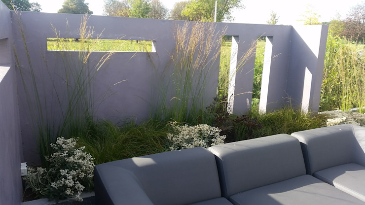 Modern Terrace by Bladgoud-tuinen Modern