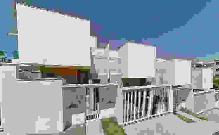 Casas modernas: Ideas, imágenes y decoración de THEROOM ARQUITETURA E DESIGN Moderno