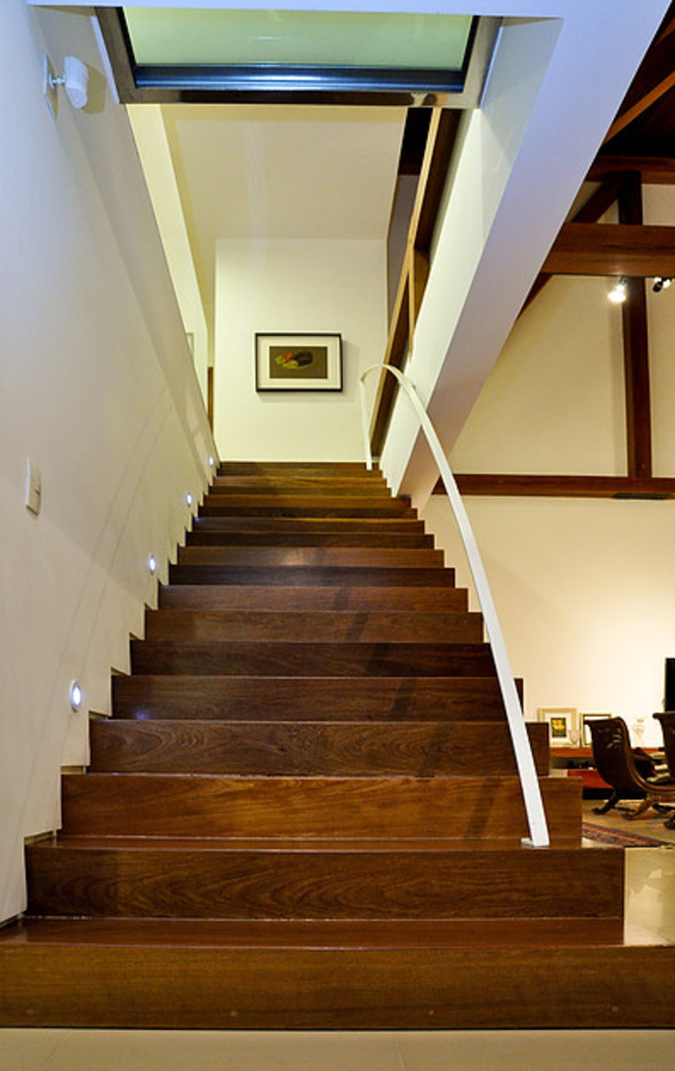 THEROOM ARQUITETURA E DESIGN Pasillos, vestíbulos y escaleras de estilo moderno