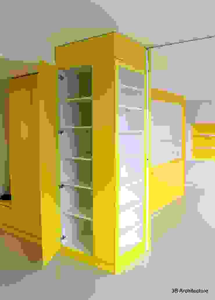 Chaque partie des mobiliers est exploitée pour un usage spécifique. Dressing moderne par 3B Architecture Moderne