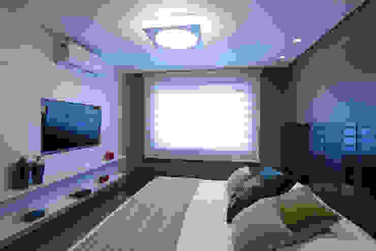 Modern style bedroom by Carla Almeida Arquitetura Modern