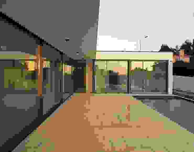 Alpendre Piscinas modernas por Utopia - Arquitectura e Enhenharia Lda Moderno