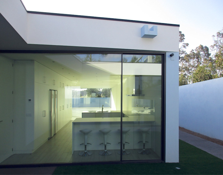 Cozinha e sala de jantar Casas modernas por Utopia - Arquitectura e Enhenharia Lda Moderno