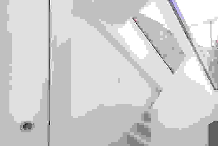 Modern flat – Loft Extension and Renovation, Fulham, SW6 by TOTUS Сучасний