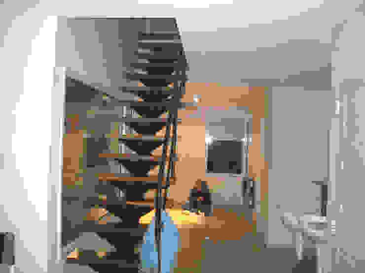 Vivienda unifamiliar en Puán Pasillos, vestíbulos y escaleras minimalistas de Proyectos y Planos Online Minimalista
