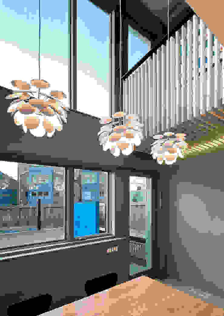 Comedores modernos de KUBE Architecture Moderno