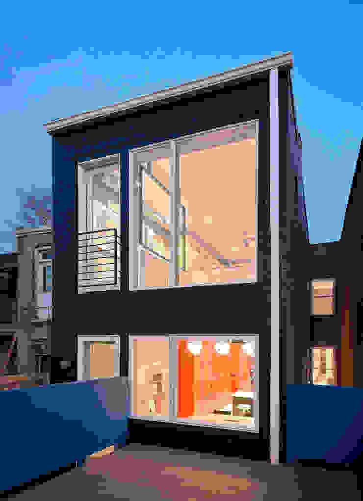 Casas modernas: Ideas, imágenes y decoración de KUBE Architecture Moderno