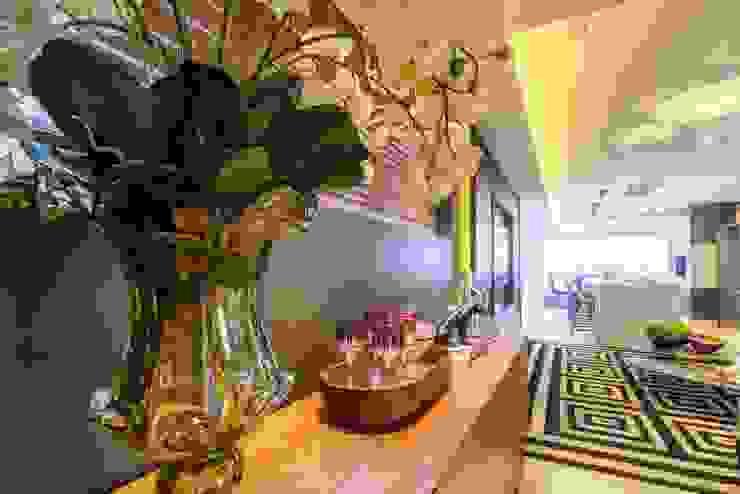 Pasillos, vestíbulos y escaleras de estilo moderno de Spengler Decor Moderno