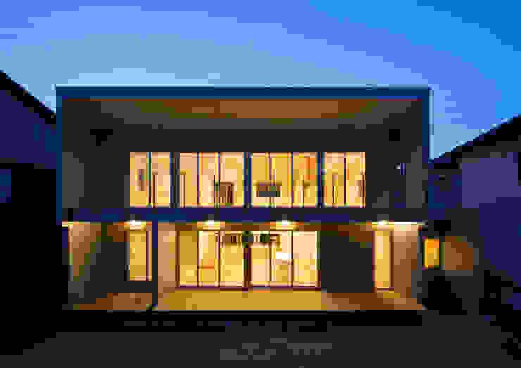 アトリエ24一級建築士事務所 Modern houses Aluminium/Zinc