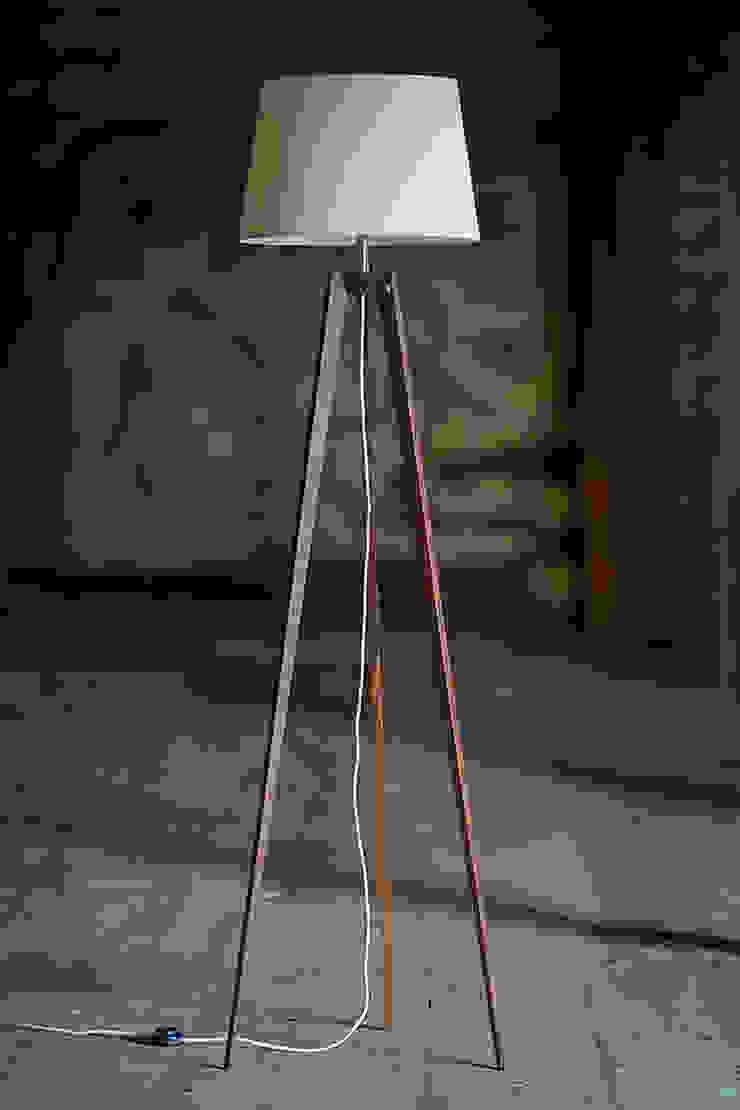 Koridor & Tangga Modern Oleh LIGNA LUX ® Stehleuchten Manufaktur Modern