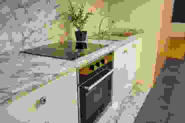 Dapur Minimalis Oleh GRAU.ZERO Arquitectura Minimalis
