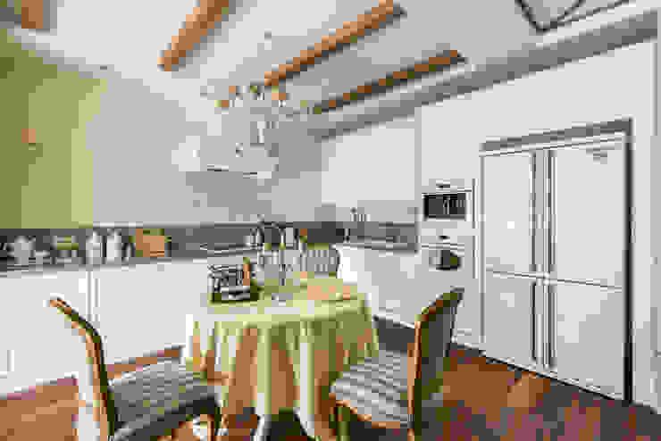 Нежное шале Кухня в классическом стиле от Дизайнер Светлана Юркова Классический
