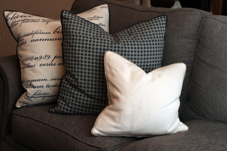 Scatters: classic  by Inside Out Interiors, Classic