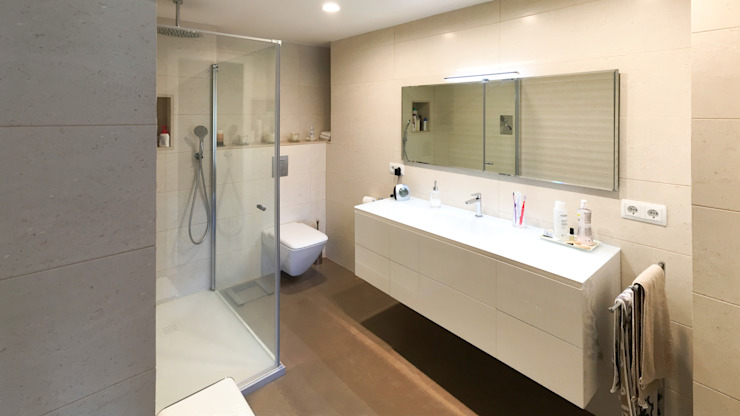 Salle de bain moderne par arqubo arquitectos Moderne Céramique