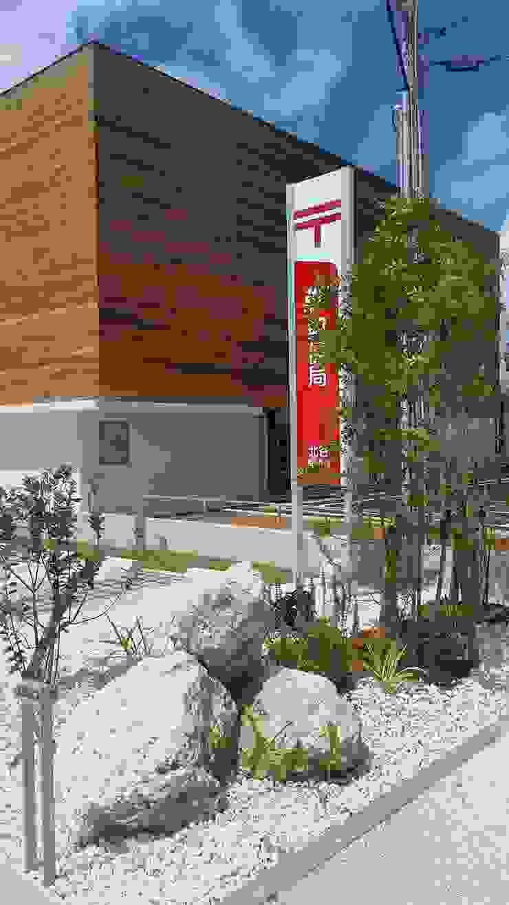 Jardines de estilo ecléctico de 艸木/SOUMOKU Ecléctico Madera Acabado en madera