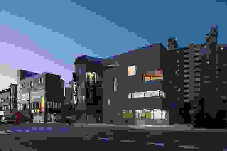 진주 판문동 근린생활시설 및 단독주택 모던스타일 주택 by 서가 건축사사무소 모던