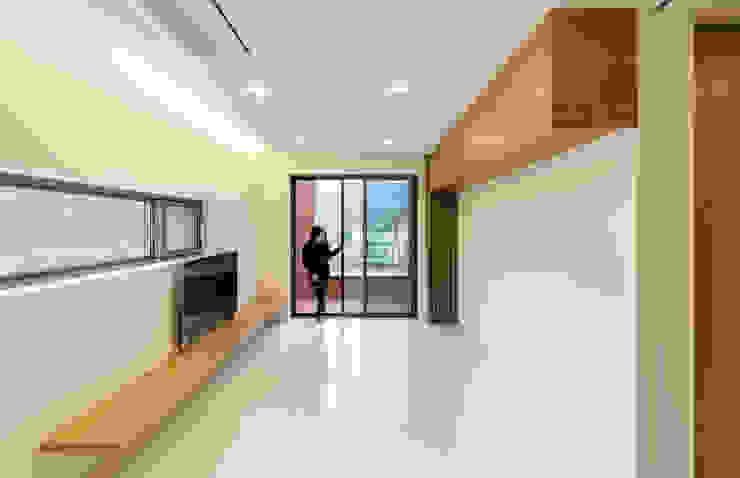 홍천 노일리 주택 모던스타일 거실 by 서가 건축사사무소 모던