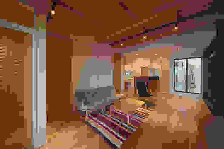 LDK4 モダンデザインの リビング の 大坪和朗建築設計事務所 Kazuro Otsubo Architects モダン 木 木目調