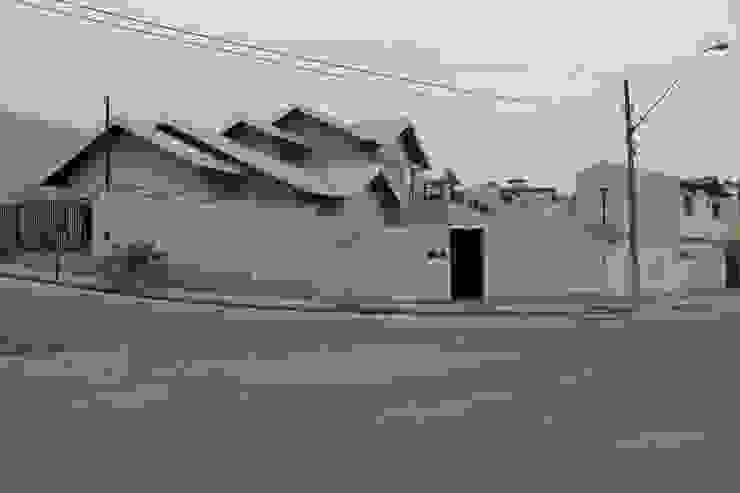 Casa VR Casas clássicas por Lozí - Projeto e Obra Clássico