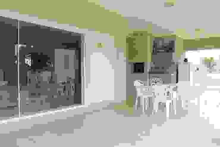 Casa VR Varandas, alpendres e terraços clássicos por Lozí - Projeto e Obra Clássico