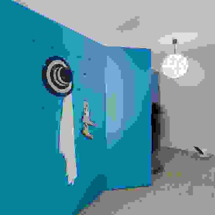 Entrada / Corredor / Porta para Casa de Banho Tiago do Vale Arquitectos Corredores, halls e escadas ecléticos MDF Azul