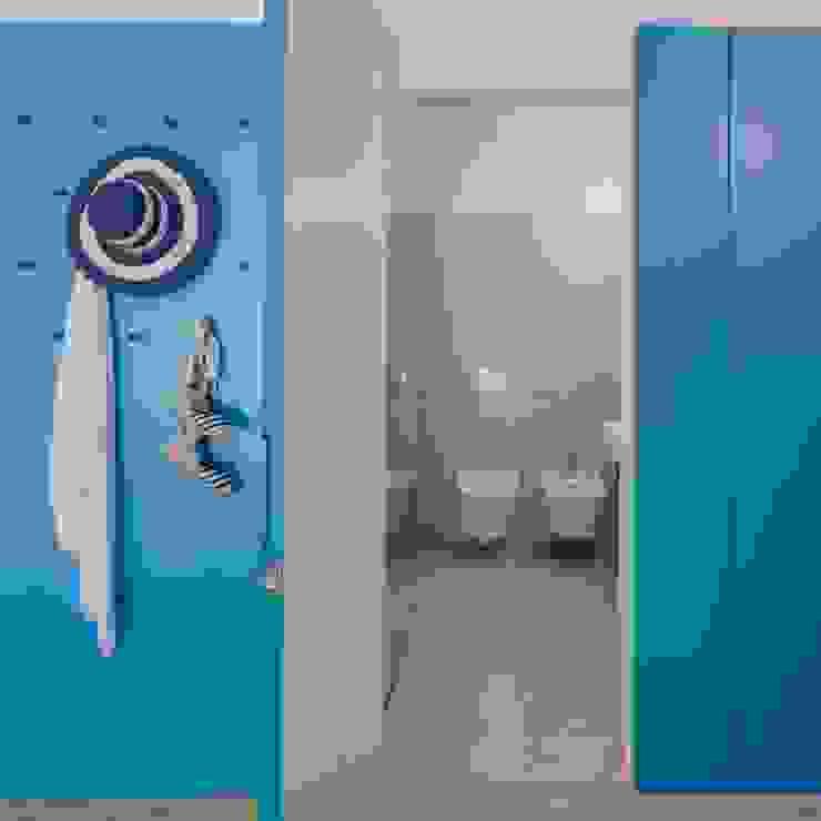 Porta para Casa de Banho: Casas de banho  por Tiago do Vale Arquitectos,Eclético Cerâmica