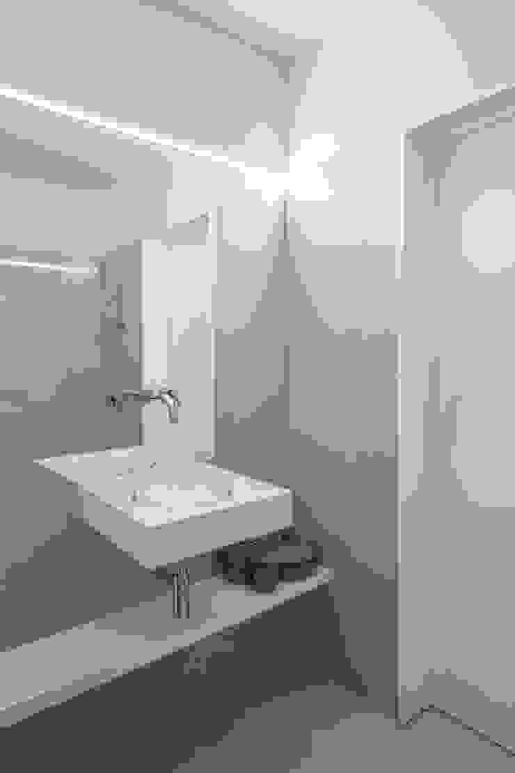 Caminha Refurbishment Tiago do Vale Arquitectos Eclectic style bathroom Ceramic Beige
