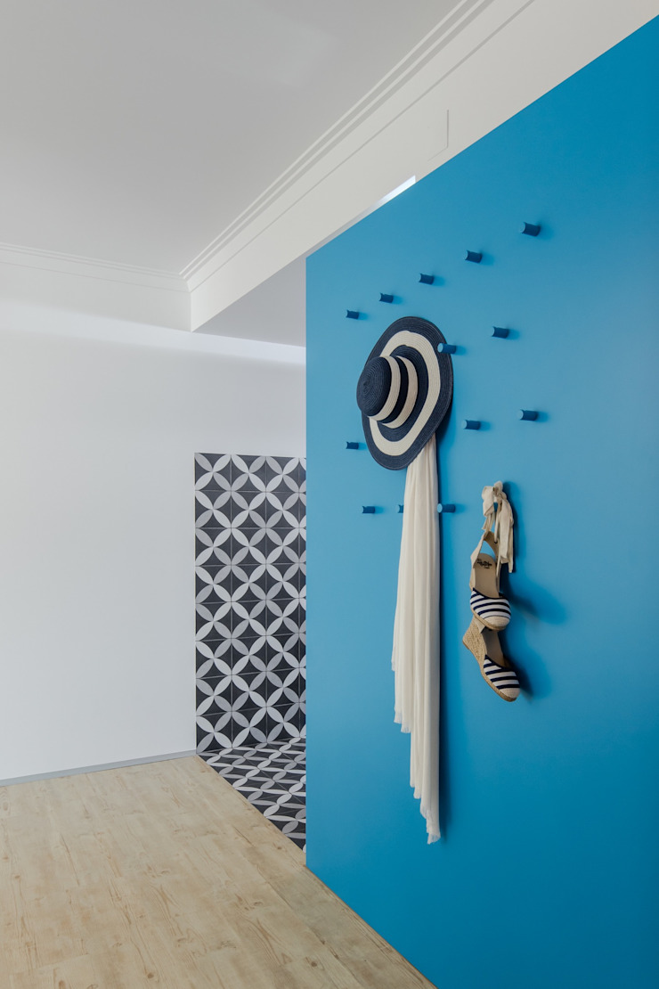 Caminha Refurbishment Tiago do Vale Arquitectos Eclectic style corridor, hallway & stairs MDF Blue