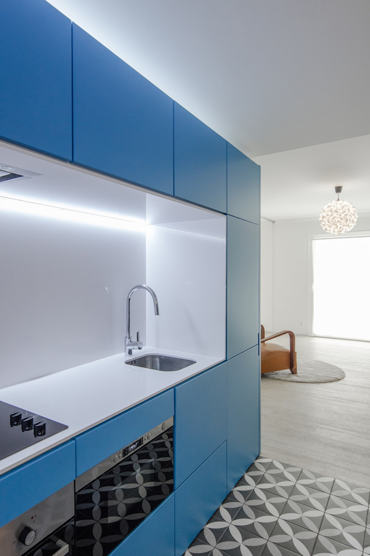 Caminha Refurbishment Tiago do Vale Arquitectos Eclectic style kitchen Quartz Blue