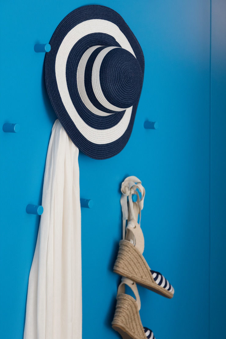 Caminha Refurbishment Tiago do Vale Arquitectos Eclectic style dressing room MDF Blue