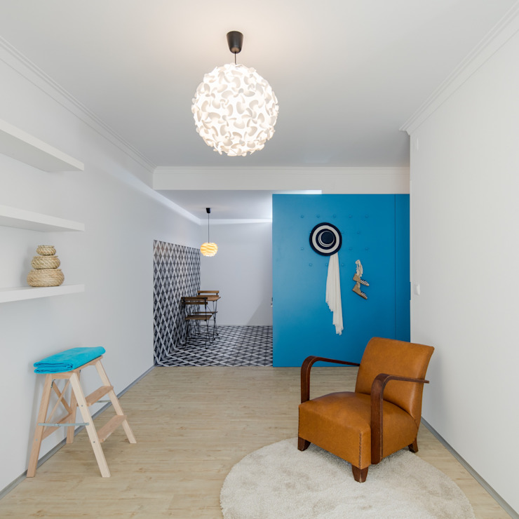 Caminha Refurbishment Tiago do Vale Arquitectos Eclectic style living room Wood White
