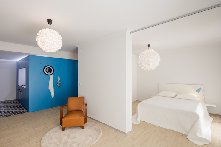 Caminha Refurbishment Tiago do Vale Arquitectos Eclectic style bedroom Wood White