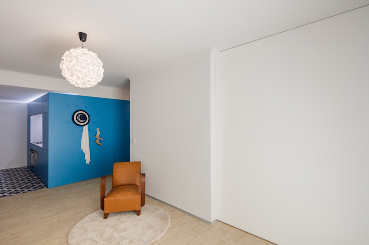 Sala / Painel de Correr Salas de estar ecléticas por Tiago do Vale Arquitectos Eclético MDF