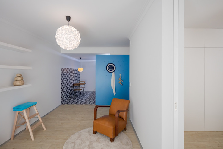 Caminha Refurbishment Tiago do Vale Arquitectos Eclectic style living room MDF White