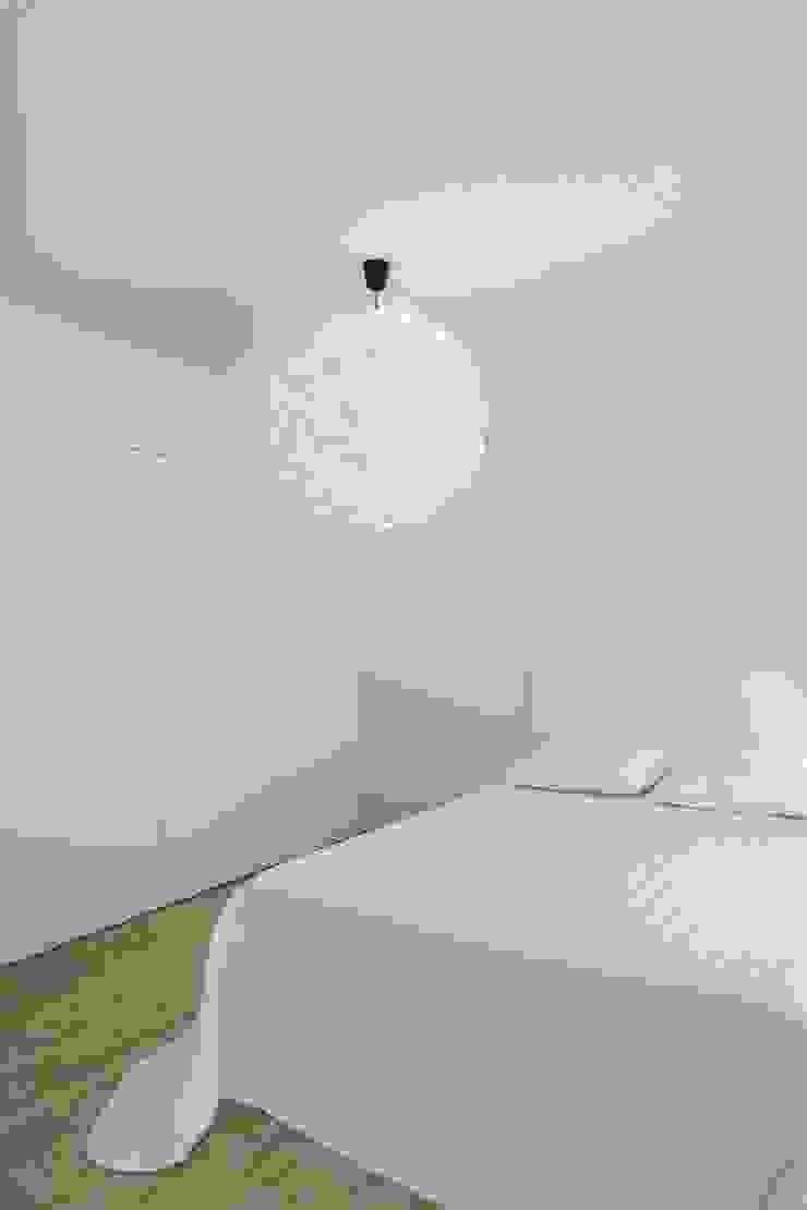 Caminha Refurbishment Tiago do Vale Arquitectos Eclectic style bedroom MDF White