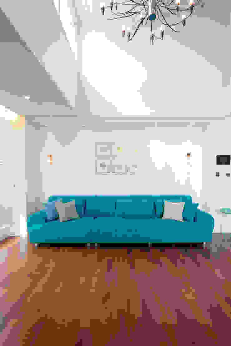 평범한 나의 집에 도전하고싶은 컬러 - 전주 인테리어 효자동 휴먼시아 아이린 아파트: 디자인투플라이의 클래식 ,클래식 면 빨강