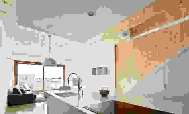 59RUT New house between dividing walls in the centre of Terrassa Vallribera Arquitectes Minimalist dining room