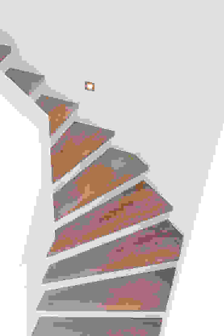 WSM ARCHITEKTEN Modern corridor, hallway & stairs by WSM ARCHITEKTEN Modern