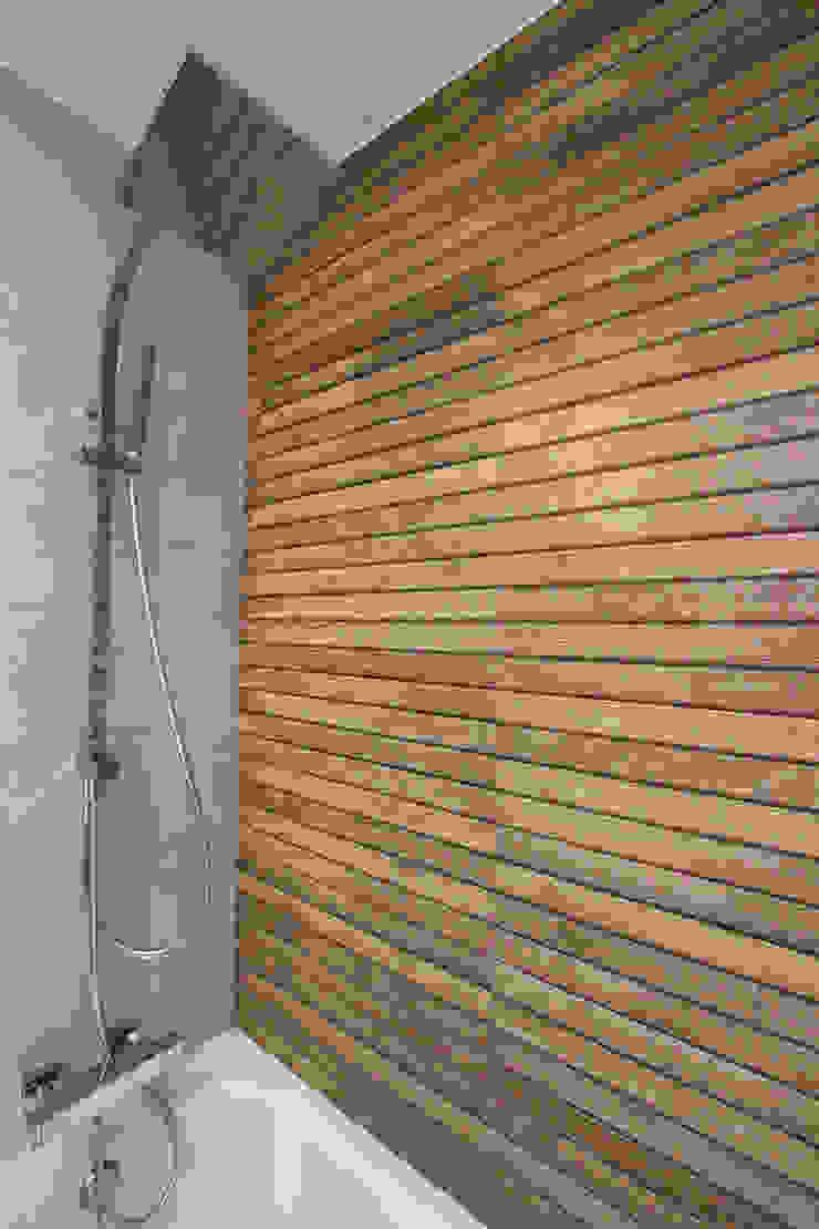 Salle de bain moderne par Novodeco Moderne