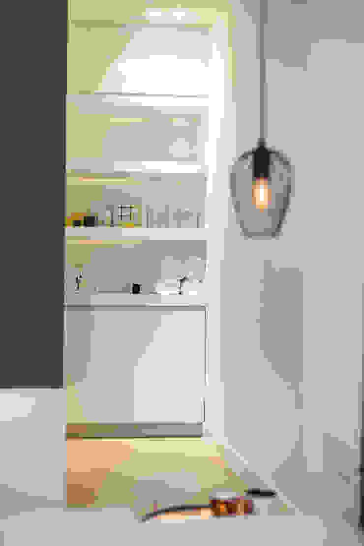 Slaapkamer/badkamer Moderne badkamers van Bob Romijnders Architectuur + Interieur Modern