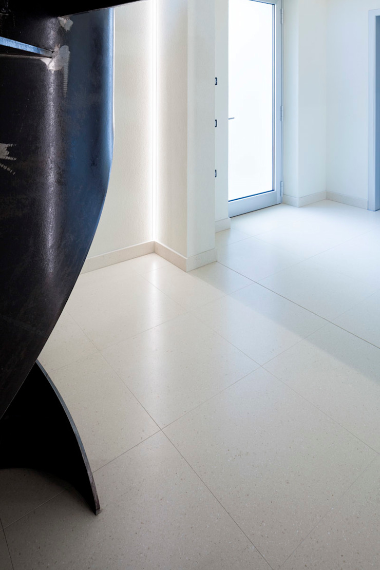 Grassi Pietre srl Modern walls & floors Stone White