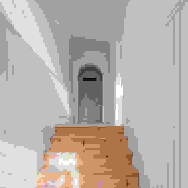 Entrada Corredores, halls e escadas minimalistas por Pedro Ferreira Architecture Studio Lda Minimalista Madeira Acabamento em madeira